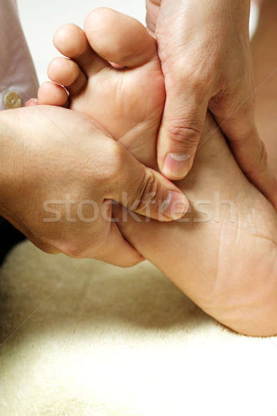 Voet massage masseuse voeten vrouw Stockfoto © aremafoto