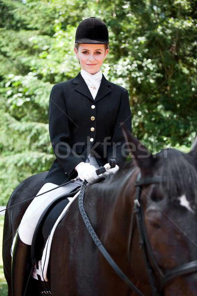 Paardrijden kaukasisch tienermeisje paardrijden paard outdoor Stockfoto © aremafoto