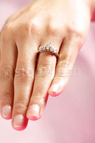 Alliance femme main bague en diamant mariée Photo stock © aremafoto