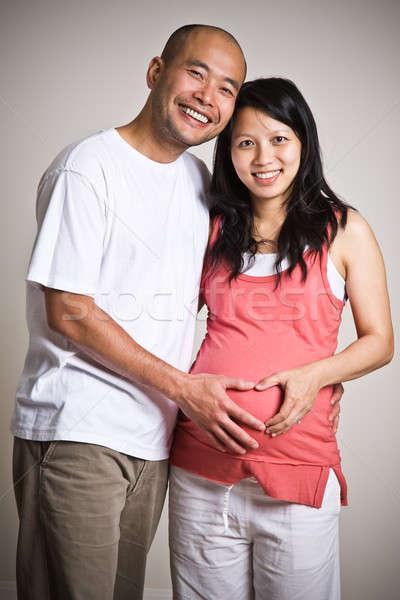 Foto d'archivio: Incinta · asian · Coppia · felice · famiglia · mani