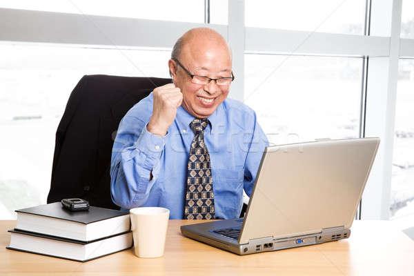 Siker idős ázsiai üzletember boldog iroda Stock fotó © aremafoto