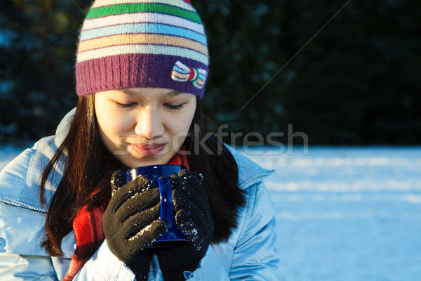 красивая женщина питьевой Кубок кофе Открытый женщину Сток-фото © aremafoto