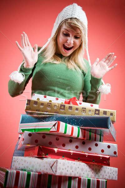 Stockfoto: Kaukasisch · meisje · christmas · geschenken · gelukkig · verwonderd