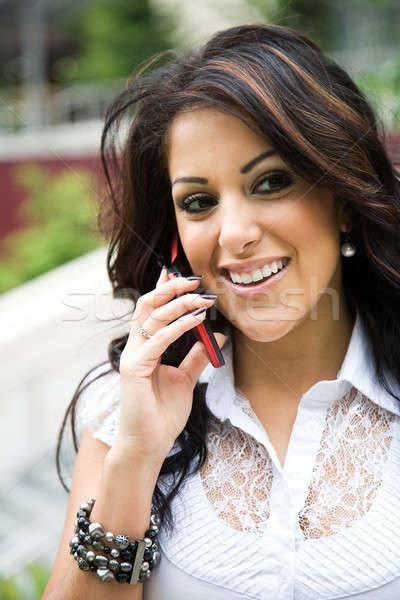 Koyu esmer işkadını telefon güzel konuşma iş Stok fotoğraf © aremafoto