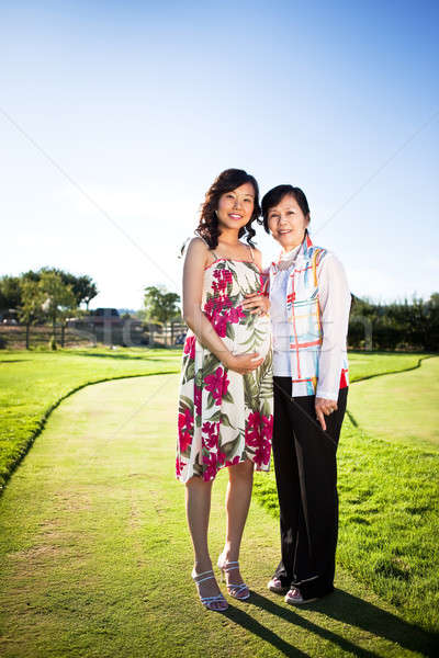 Incinta asian donna madre outdoor Foto d'archivio © aremafoto