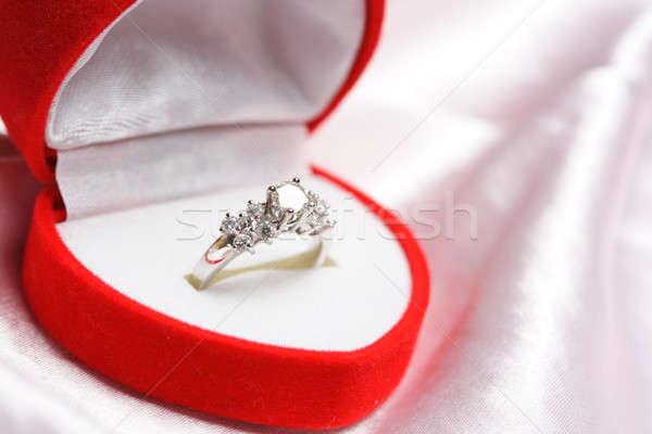 Bague en diamant bijoux boîte or cadeau anneau Photo stock © aremafoto