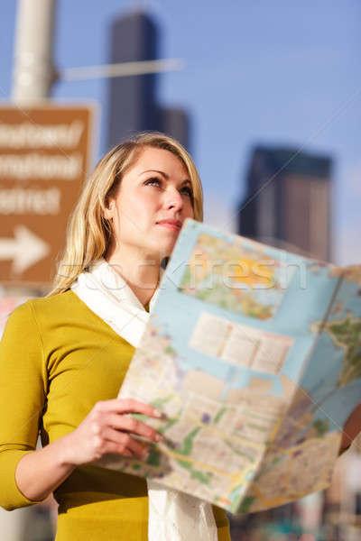 Stock fotó: Utazó · nő · lövés · gyönyörű · kaukázusi · olvas