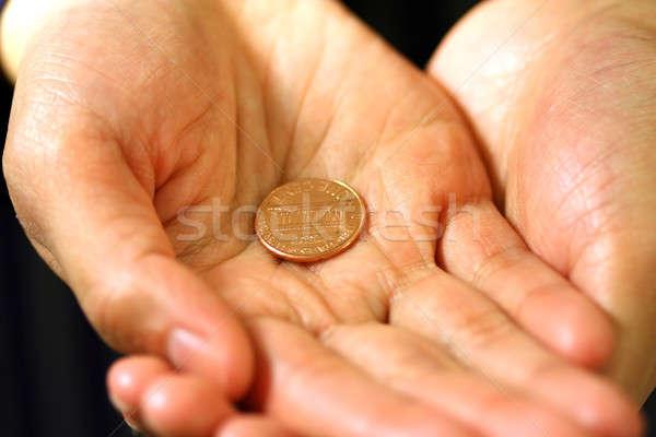 Yardım el helping hediye destek sikke umut Stok fotoğraf © aremafoto