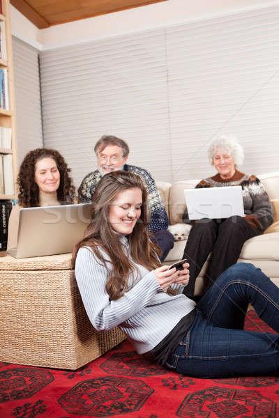 Famille technologie sans fil maison de famille portable téléphone portable téléphone Photo stock © aremafoto