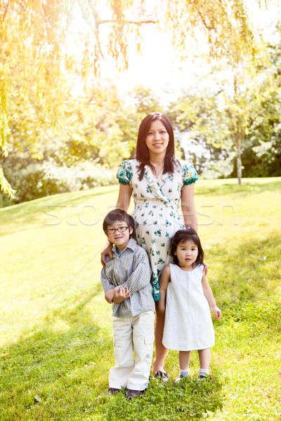 Беременная мама с двумя детьми 26