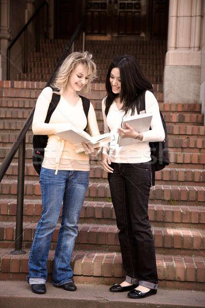 Stok fotoğraf: Kolej · Öğrenciler · iki · toplantı · konuşma · kampus