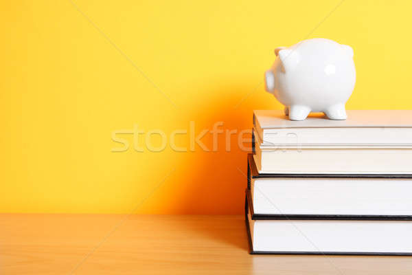 колледжей Piggy Bank Top книгах Сток-фото © aremafoto