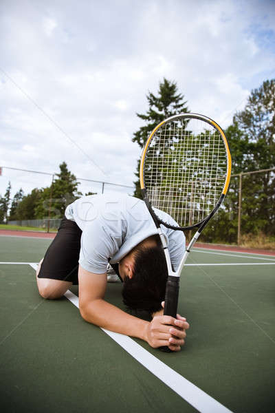 Szomorú teniszező vereség ázsiai térdel lefelé Stock fotó © aremafoto