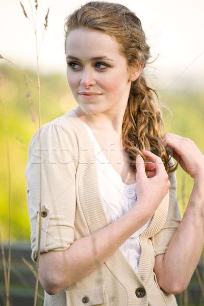 Gyönyörű nyár lány kaukázusi tinilány szabadtér Stock fotó © aremafoto