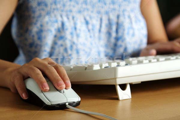 деловая женщина женщину с помощью мыши набрав клавиатура бизнеса Сток-фото © aremafoto