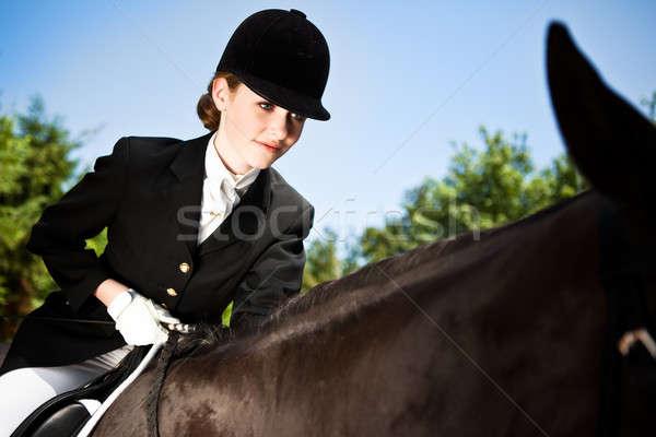 Paardrijden meisje kaukasisch tienermeisje paardrijden paard Stockfoto © aremafoto
