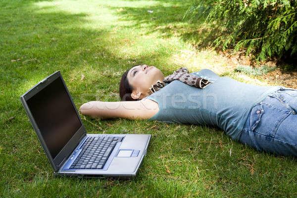 Főiskolai hallgató elvesz törik megnyugtató park lány Stock fotó © aremafoto