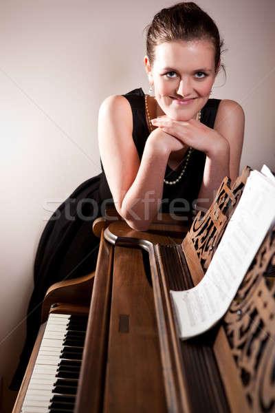 Belo adolescente jogar piano retrato mulher Foto stock © aremafoto