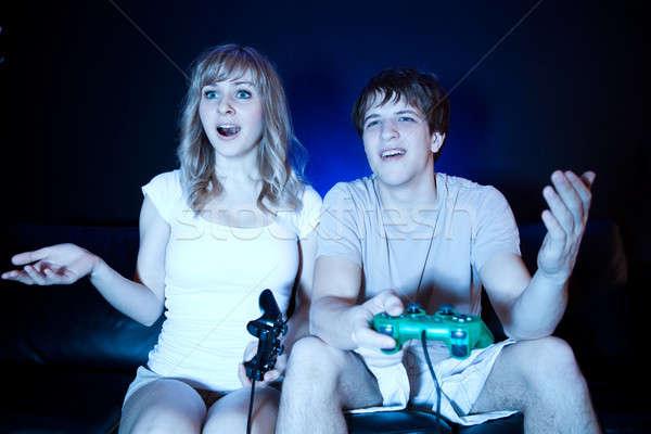 Paar spelen video games shot woonkamer Stockfoto © aremafoto