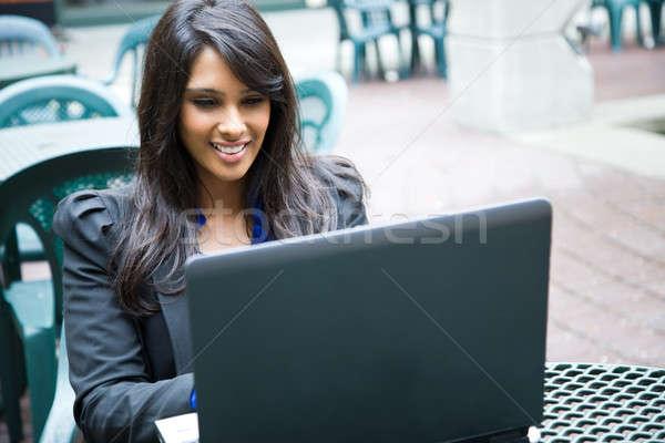 Stockfoto: Indian · zakenvrouw · laptop · shot · werken · outdoor
