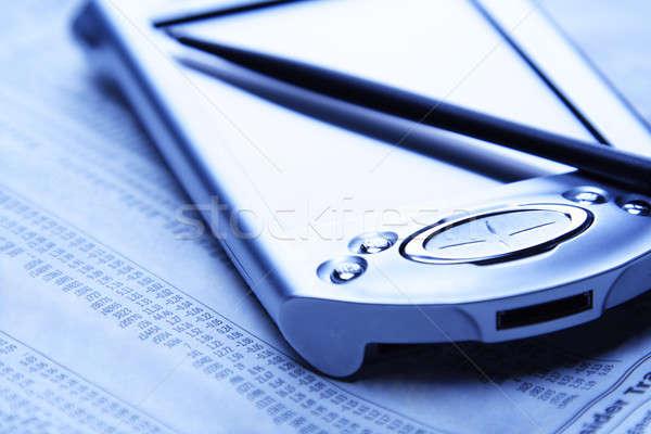 Pénzügyi tervezés pda újság mutat pénzügyi adat Stock fotó © aremafoto