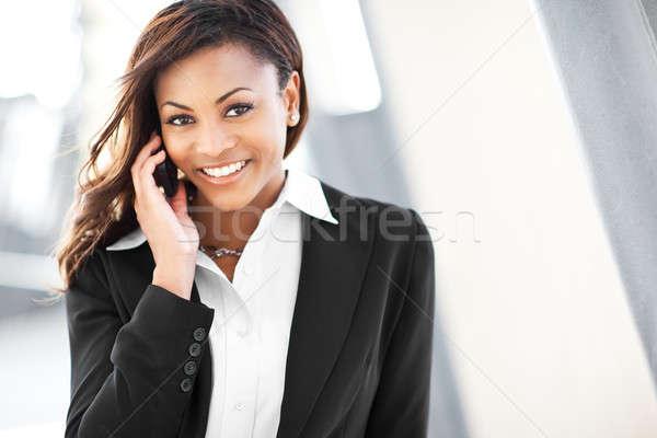 Fekete üzletasszony telefon lövés gyönyörű boldog Stock fotó © aremafoto