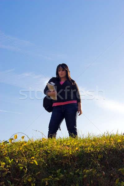 Zdjęcia stock: Student · kampus · młoda · kobieta · spaceru · nice · dzień