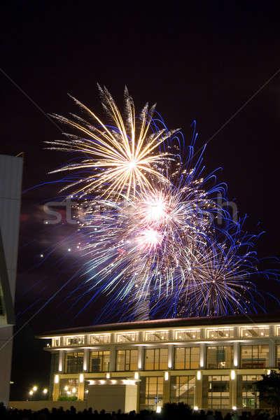 Сток-фото: красивой · фейерверк · темно · ночное · небо · вечеринка · здании