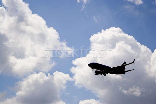 Repülőgép sziluett kereskedelmi repülőgép kék ég leszármazás Stock fotó © ArenaCreative