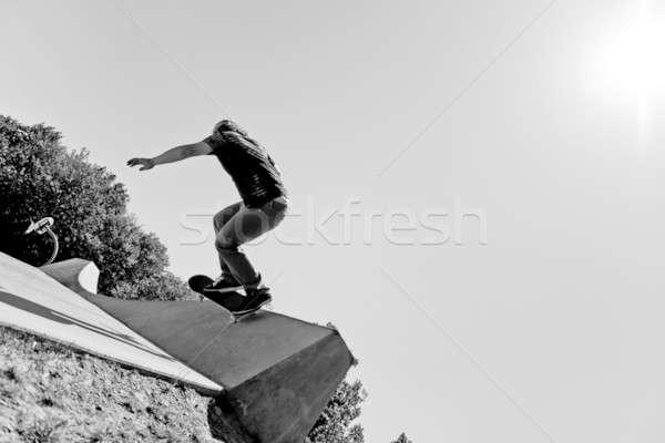 Geschoold skateboarder silhouet jonge muur truc Stockfoto © ArenaCreative