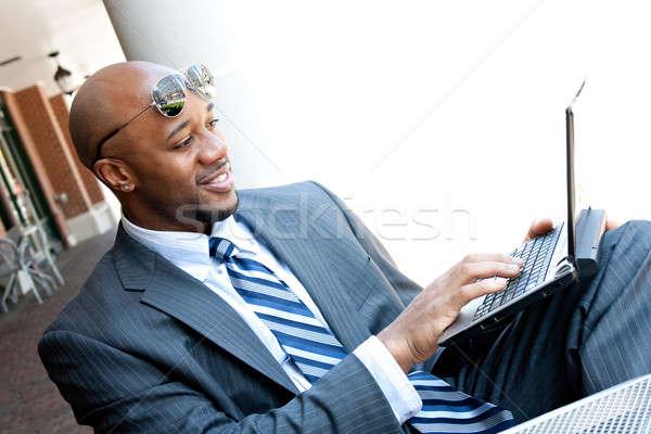 Móviles hombre de negocios de trabajo portátil temprano Foto stock © ArenaCreative