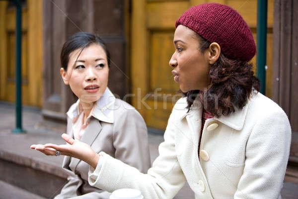 Negocios mujeres hablar dos casual chat Foto stock © ArenaCreative