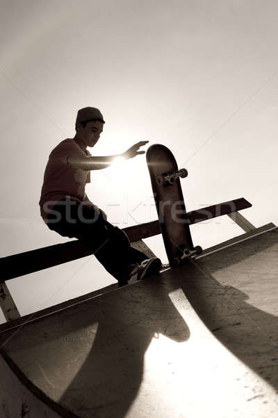 Skateboarder silhouette jeunes haut rampe sport Photo stock © ArenaCreative