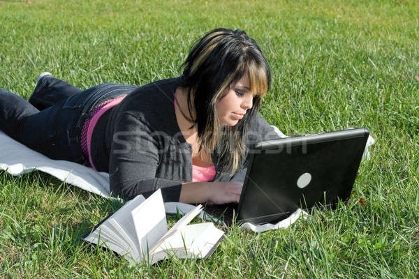 Lány laptop fiatal diák laptopot használ számítógép Stock fotó © ArenaCreative
