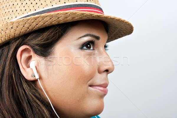 Frau tragen Kopfhörer anziehend latino Musik hören Stock foto © ArenaCreative