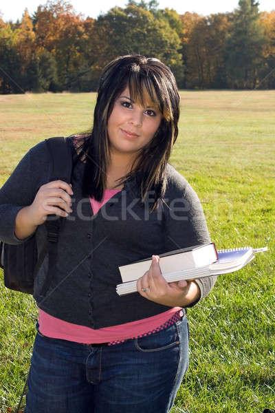 Zdjęcia stock: Powrót · do · szkoły · młoda · kobieta · spaceru · kampus · nice · dzień