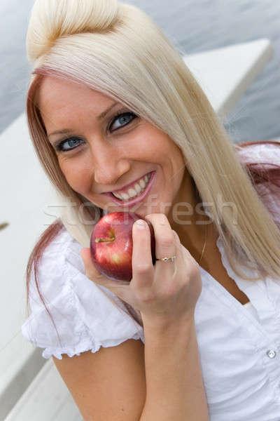 食べ リンゴ ブロンド ビジネス女性 昼休み 女性 ストックフォト © ArenaCreative