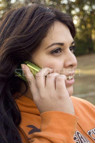 Mobiltelefon párbeszéd gyönyörű fiatal nő leszármazás beszél Stock fotó © ArenaCreative