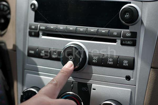 Auto stereo macht knop vrouwelijke hand Stockfoto © arenacreative