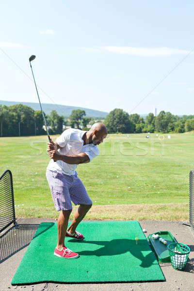 Condução alcance balançar jogador de golfe casual Foto stock © ArenaCreative