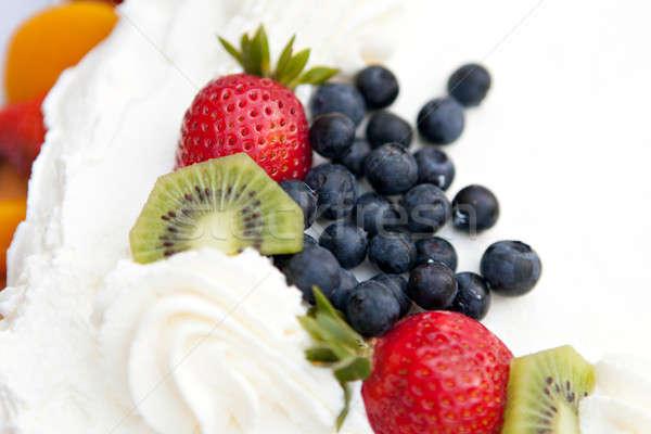 Fruitcake bessen witte cake gedekt vers fruit Stockfoto © arenacreative