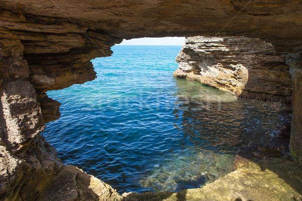 Grot formatie oceaan rotsformatie eiland Stockfoto © arenacreative
