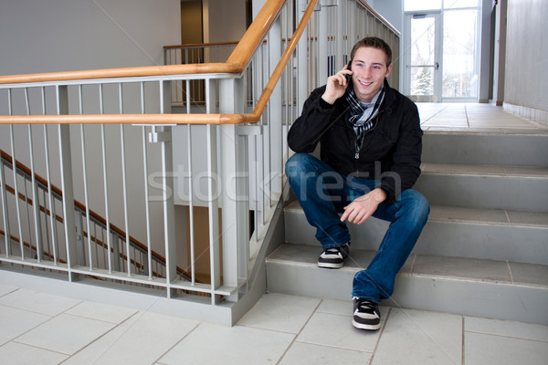 Photo stock: Homme · parler · téléphone · portable · cage · d'escalier · jeune · homme · s'asseoir
