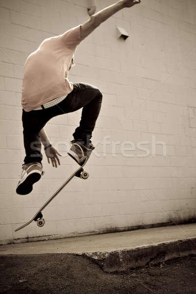Gördeszkás fiatal szenzáció városi férfi sport Stock fotó © ArenaCreative