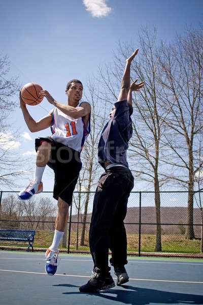 Сток-фото: мужчин · играет · баскетбол · два · молодые