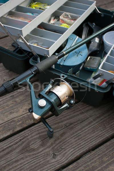 Canne à pêche boîte tige bobine appât prêt Photo stock © ArenaCreative