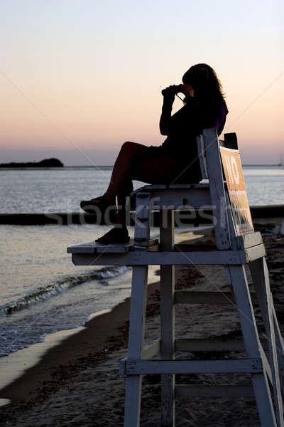 Ratownik lornetki sylwetka kobieta patrząc plaży Zdjęcia stock © ArenaCreative