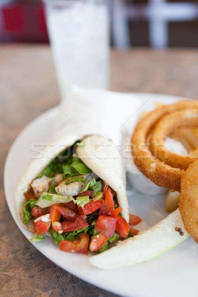 Tyúk pita csomagolás szendvics hagyma gyűrűk Stock fotó © arenacreative