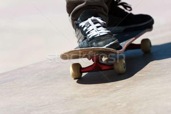 Skateboard schoenen voeten schaatsen beton Stockfoto © ArenaCreative