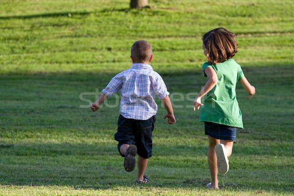 Weinig kinderen lopen jongen meisje lopen Stockfoto © ArenaCreative